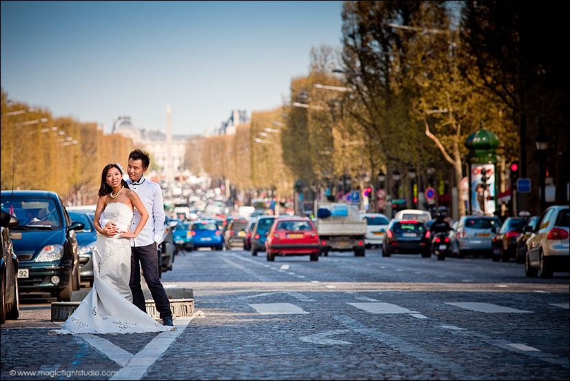 in between la Concorde and Arc de Triomphe, Pre wedding photography in Paris.