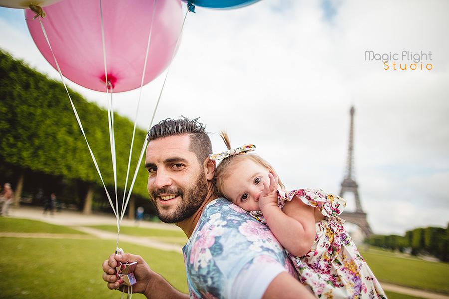 photos famille dans paris avec des ballons