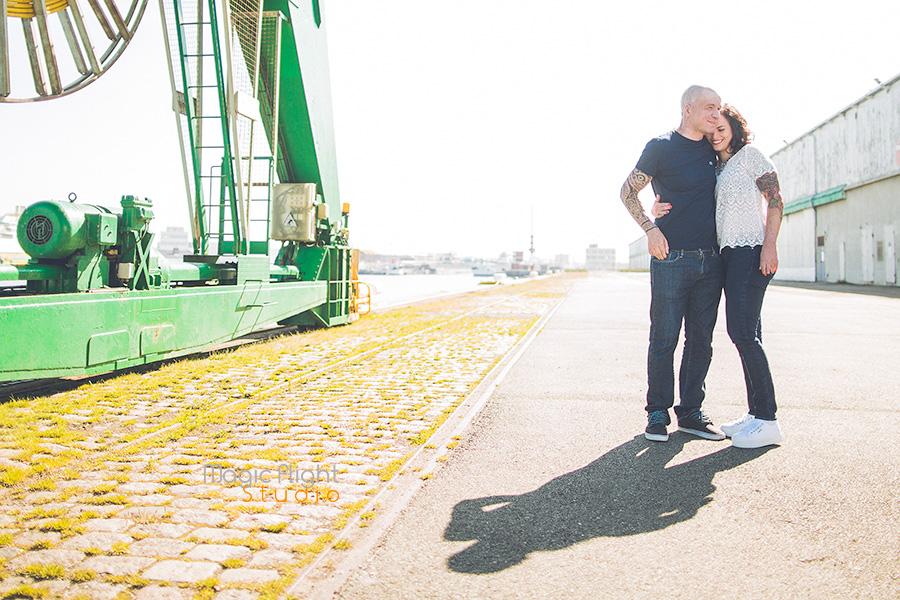 une séance de couple au Havre avec enfant avant le mariage