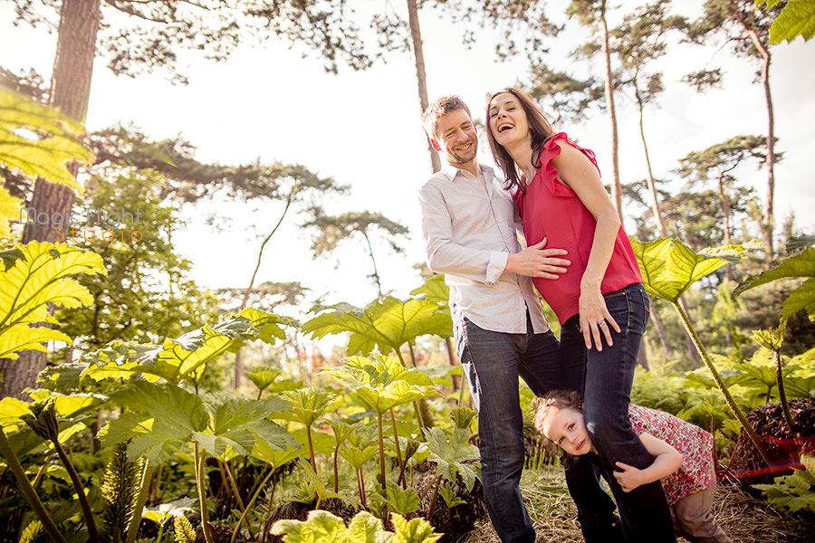 photo de grossesse en exterieur à Vincennes, parc floral