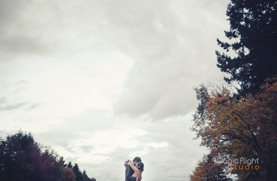 le couple dans les jardins du chateau de la Cazine