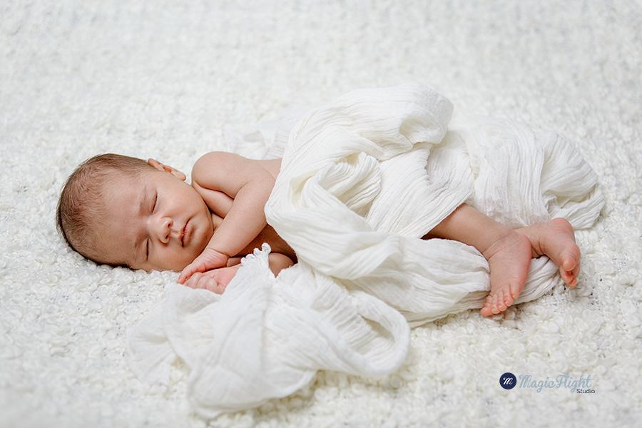 une séance de portrait de bébé pour des faire part,réalisés en studio à paris