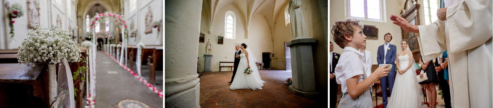 la décoration florale et son arche d'entrée dans l'église