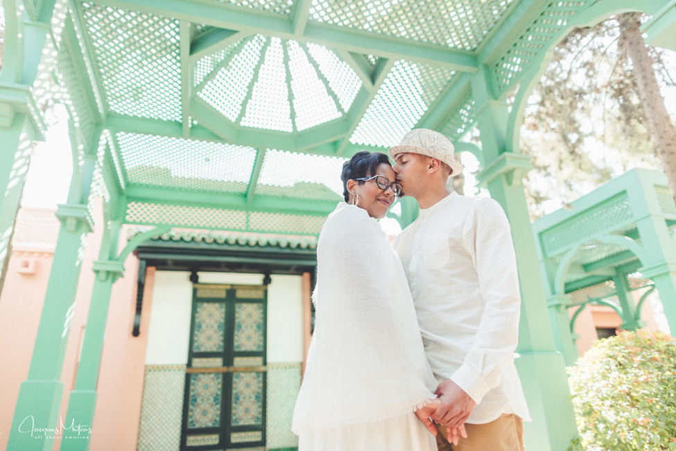 Photos de couple à Marrakech, jardins de La Mamounia 12