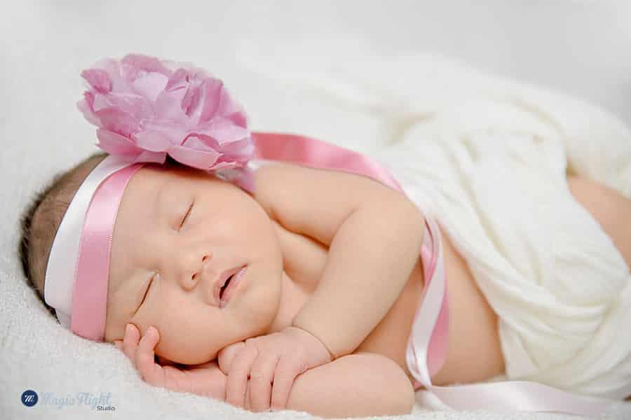 photo de bébé qui dort en studio