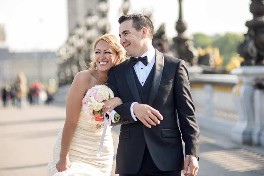 mariage intime à l'église américaine