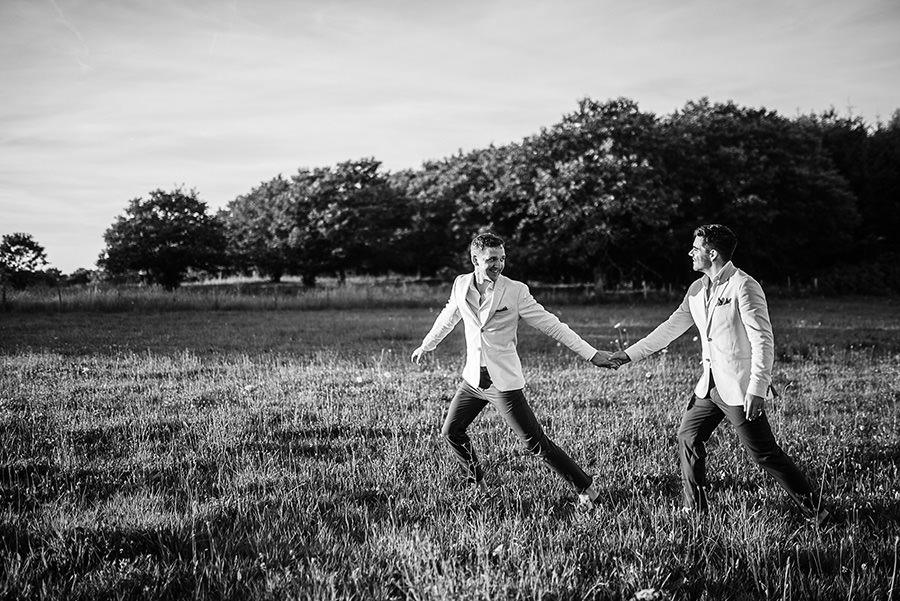 mariage très gai à la campagne 71