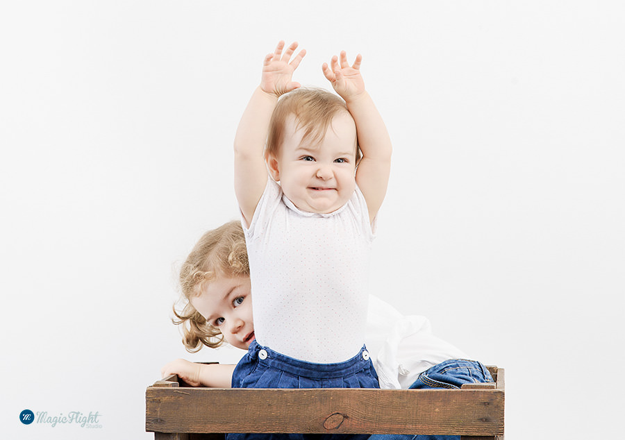 photos d'enfant espiègles en studio