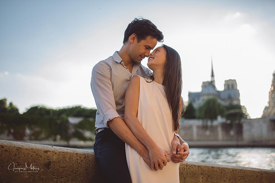 séance photos couple avant mariage à Paris