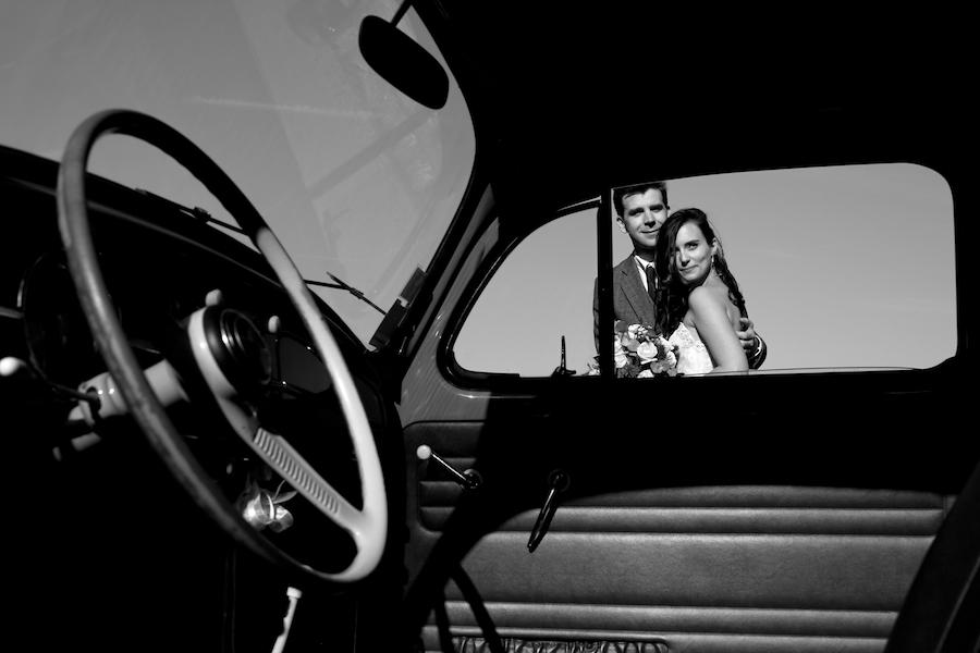 la voiture et les mariés