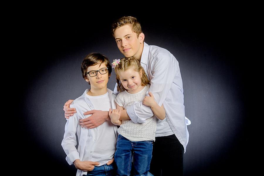 photo de famille en studio, les petits enfants