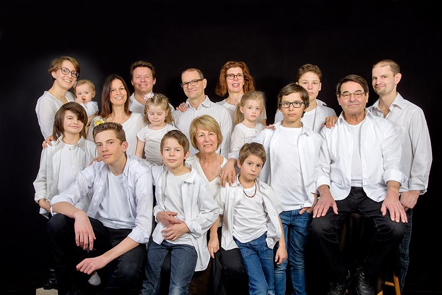 la photo de la grande famille au grand complet