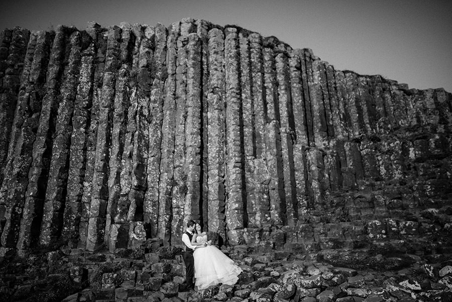 photo de couple en irelande, giant causeway