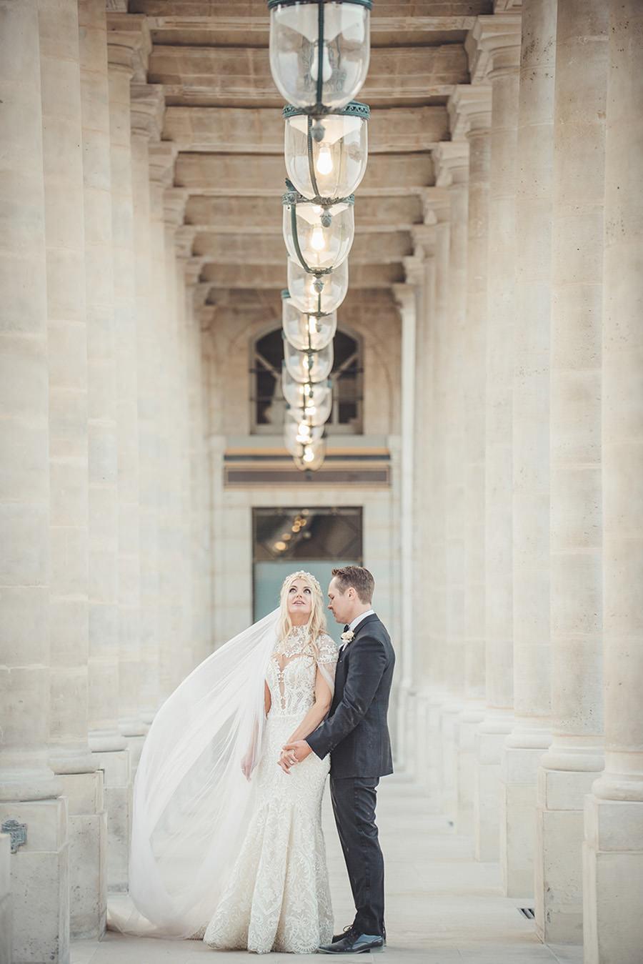 un mariage intime à Paris en exterieur et en automne