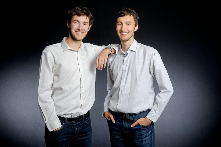 portrait des 2 frères qui rient