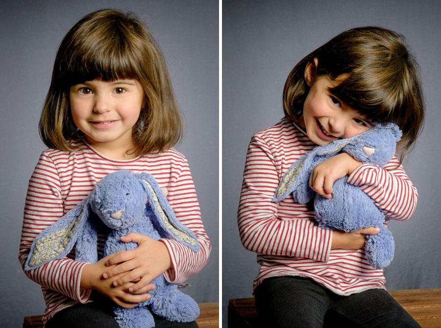 la petite fille et son doudou