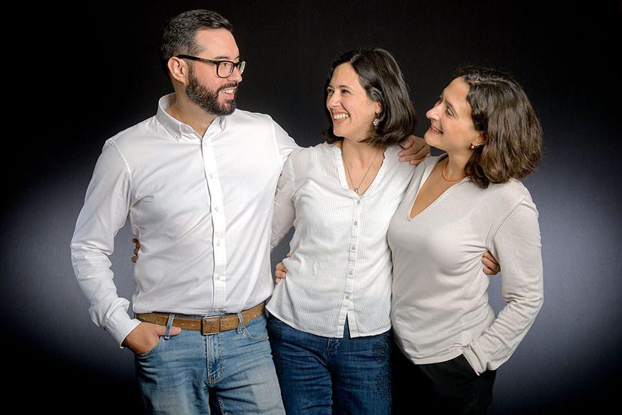 le frère et ses deux soeurs