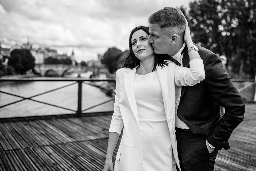 Mariage intime à la mairie, balade dans Paris 1