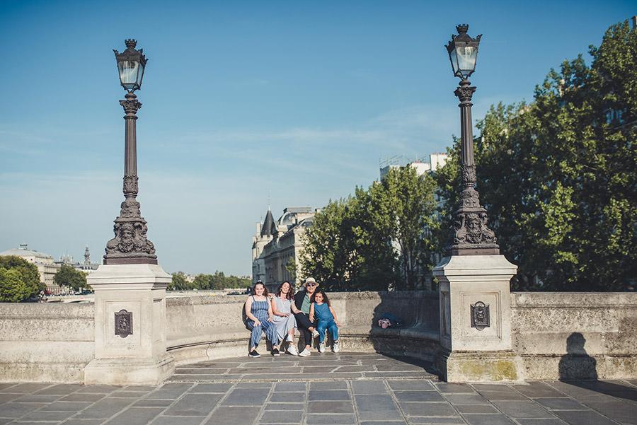 Séance famille de L.A. au Pont neuf, changez à Châtelet 1