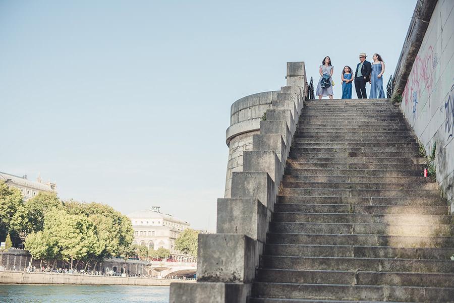 Séance famille de L.A. au Pont neuf, changez à Châtelet 5