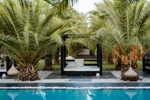 la piscine et ses recoins de repos riad taj omayma, marrakech