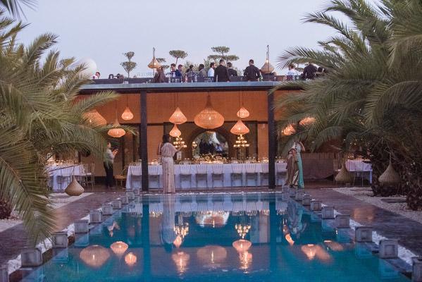 éclairage sur la piscine du riad taj omayma, marrakech