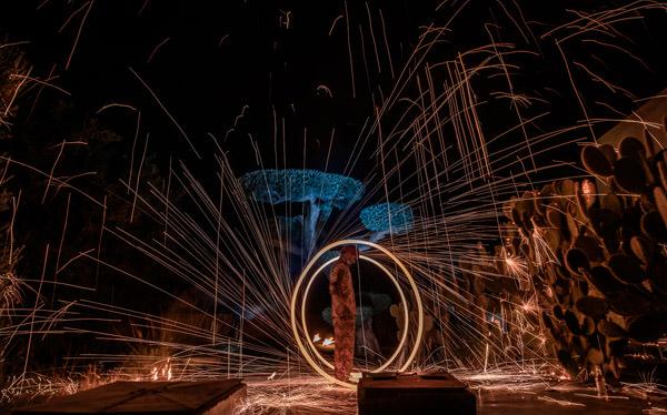 lanceur de flamme au spectacle du riad taj omayma, marrakech