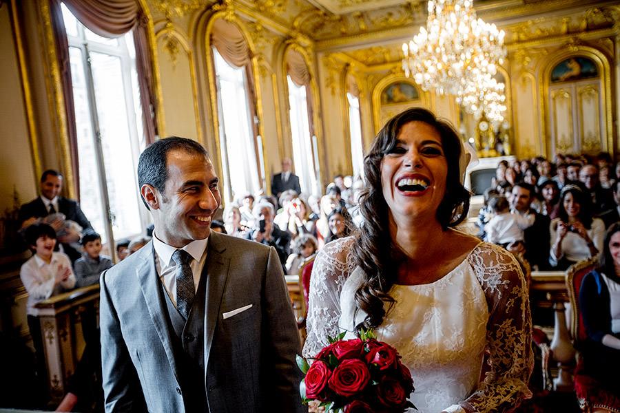 mariage juif, la mariée sourit
