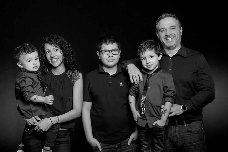 photo de toute la famille en noir et blanc
