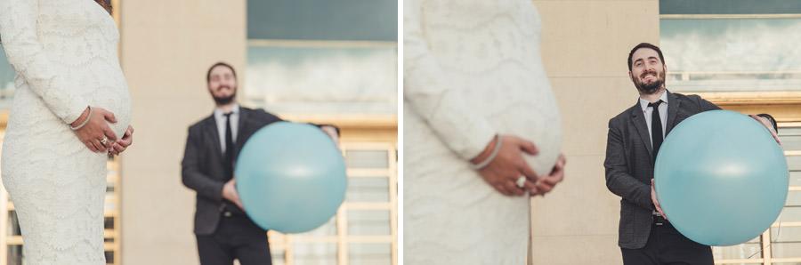devant le trocadero avec un ballon bleu, grs plan