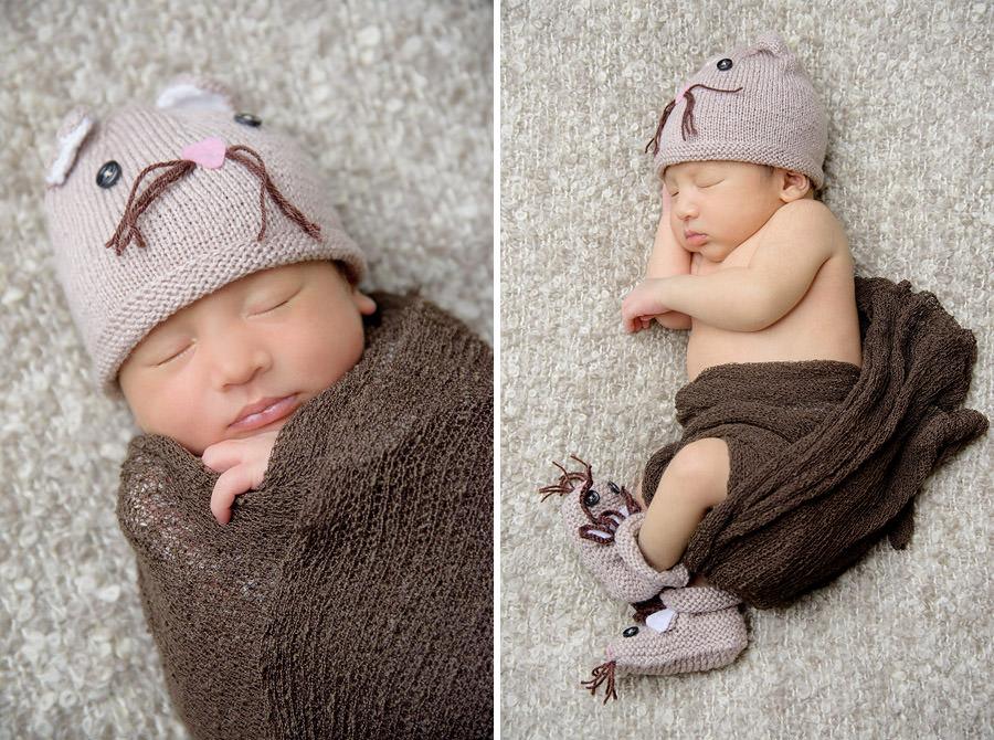 bébé dort avec son bonnet rigolo