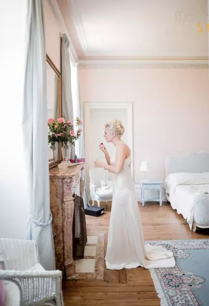 la mariée se maquille