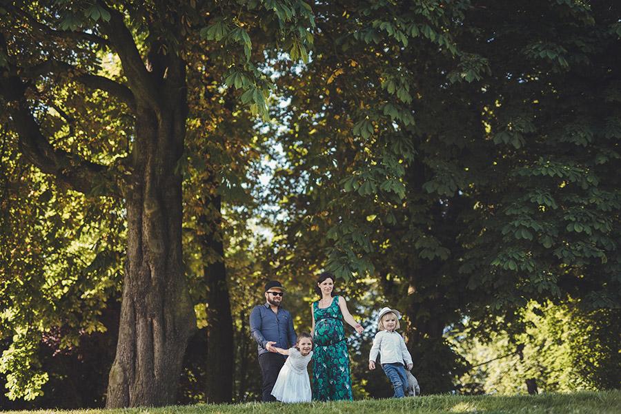 photos de famille en exterieur au Parc des Buttes Chaumont.