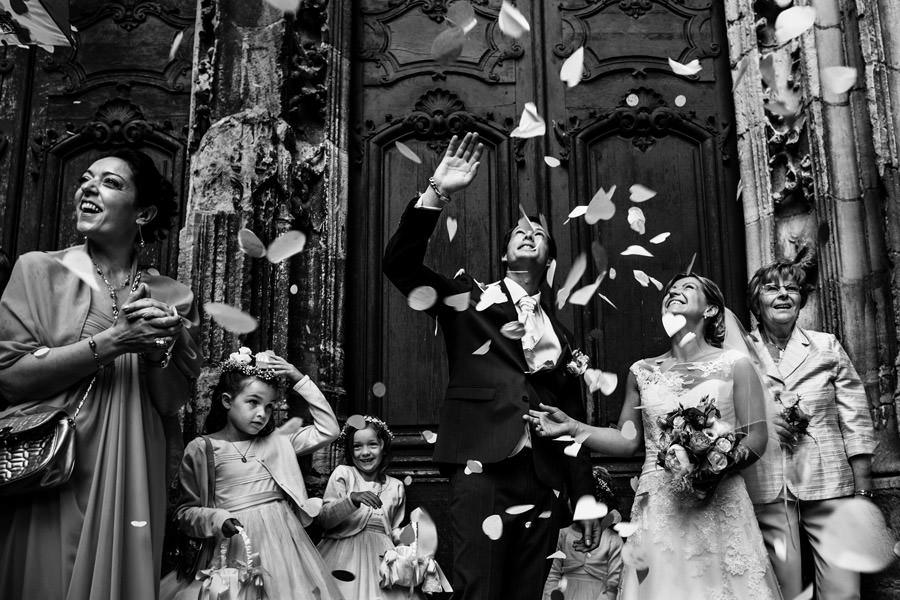 sortie des mariés à l'église de Bagnoles-de-l'Orne