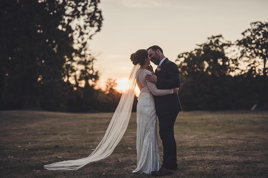 coucher de soleil sur les mariés en Corrèze