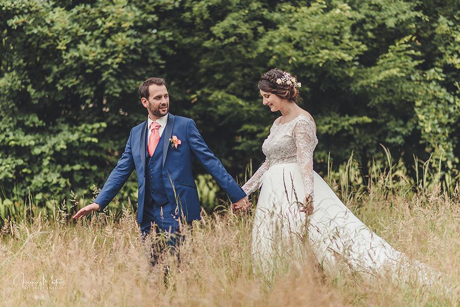photo de couple dans les champs